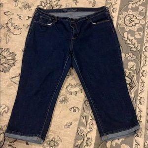 Old Navy sweetheart Capri jeans, size 16